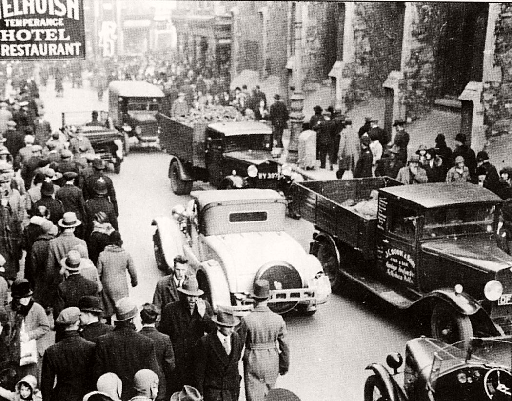 vintage-city-life-and-streets-of-bristol-1920s-and-30s-04