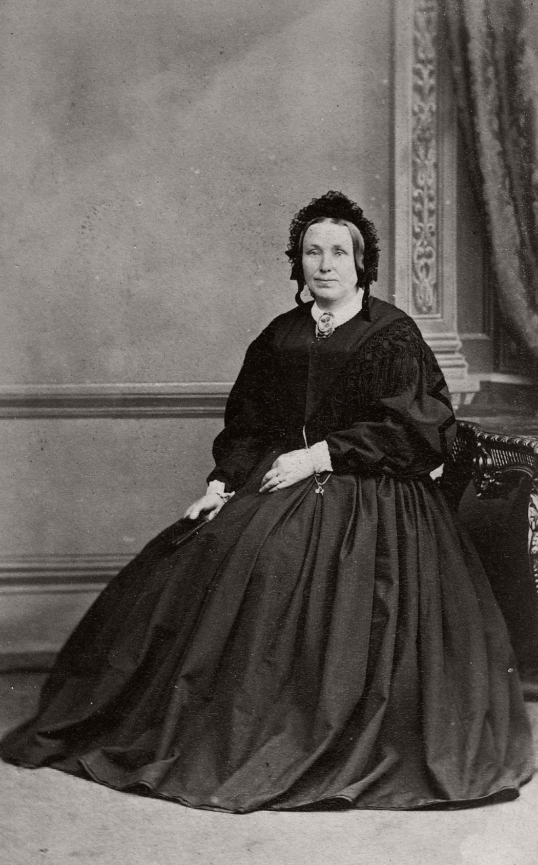 Vintage Daguerreotypes of widows in mourning (Victorian ...