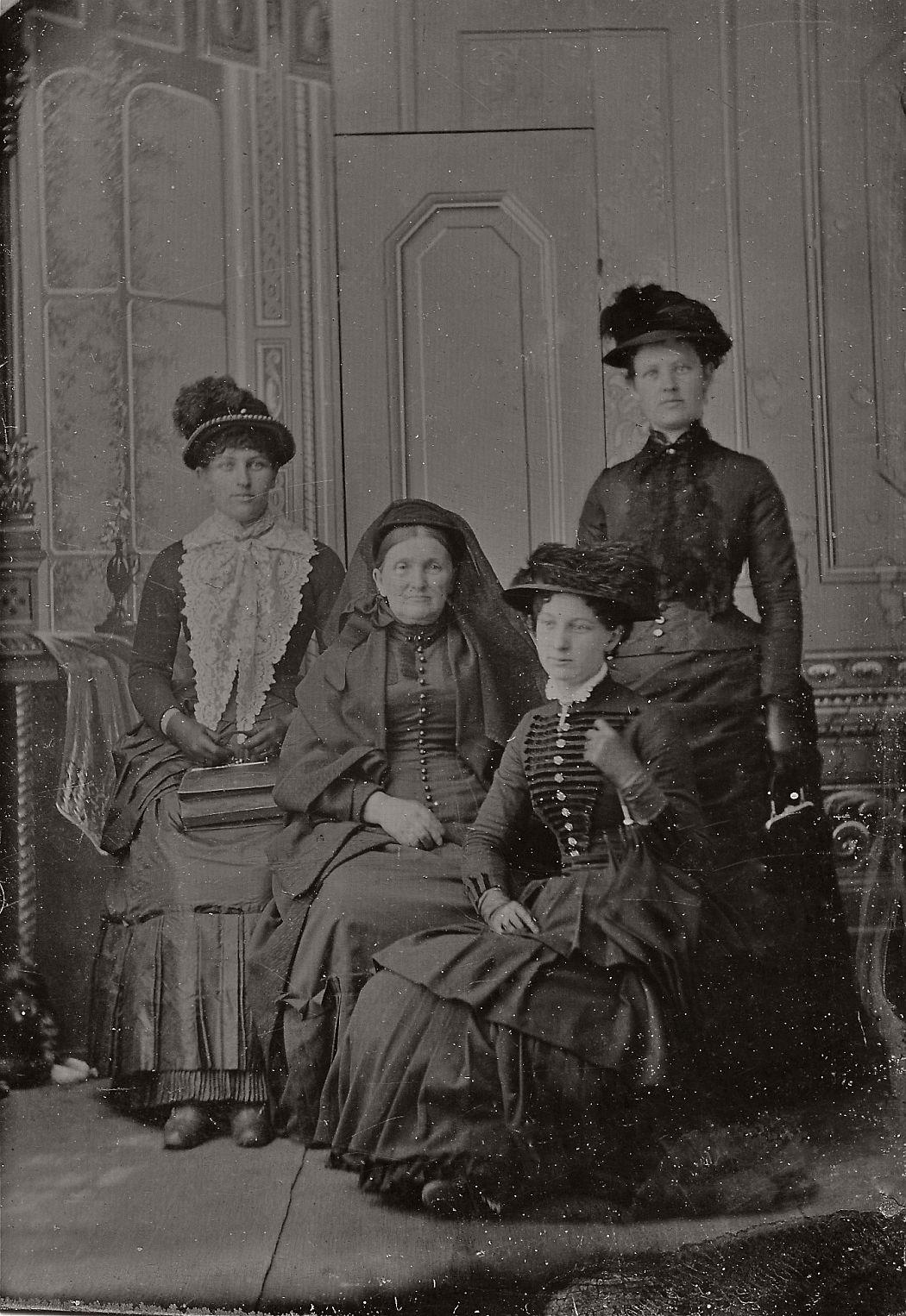 vintage-daguerreotypes-of-widows-in-mourning-victorian-era-1800s-37