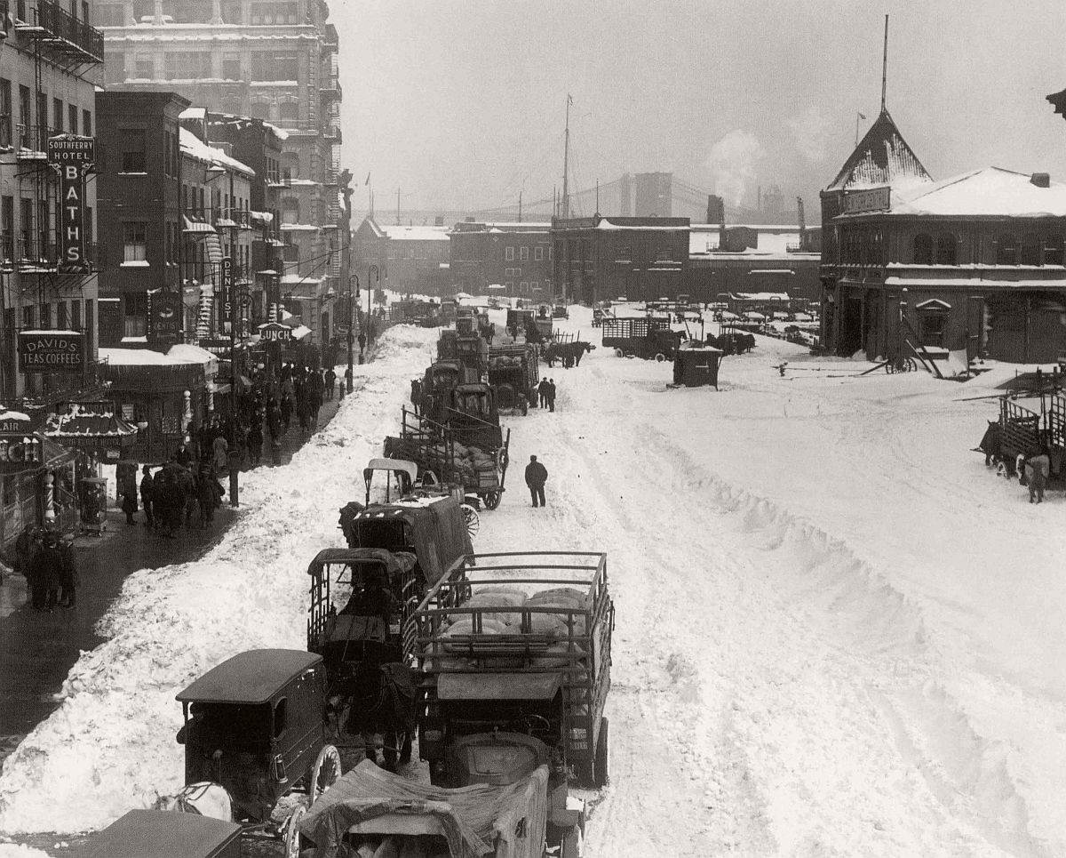 vintage-historic-new-york-city-black-white-in-1920-23