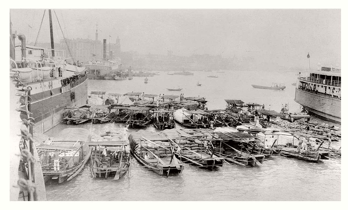 vintage-historic-photos-of-city-life-of-shanghai-street-1900-1939-08