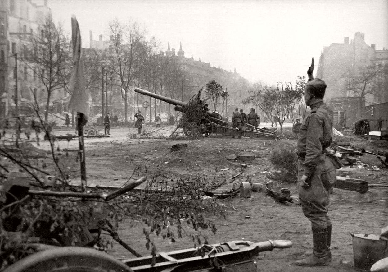 vintage-historic-photos-of-the-battle-of-berlin-1945-b&w-02
