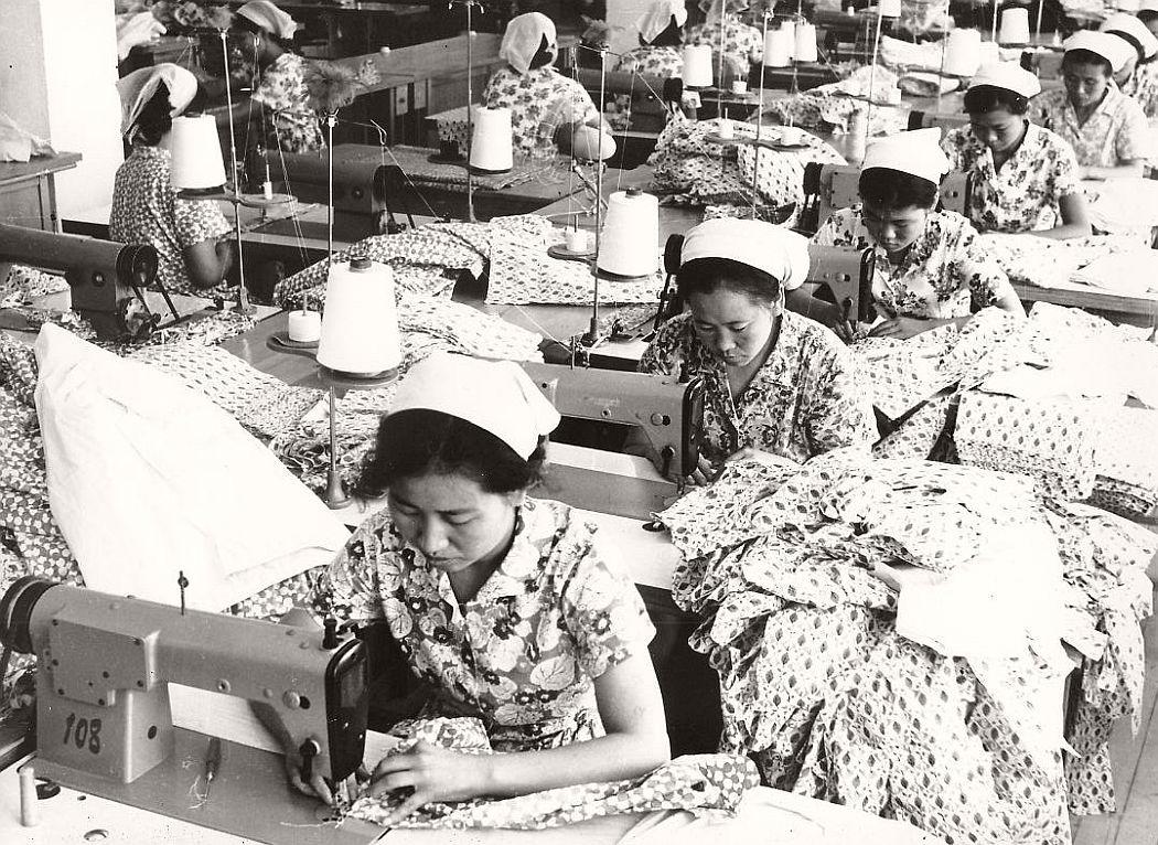 vintage-north-korea-industries-factory-1972-bw-07