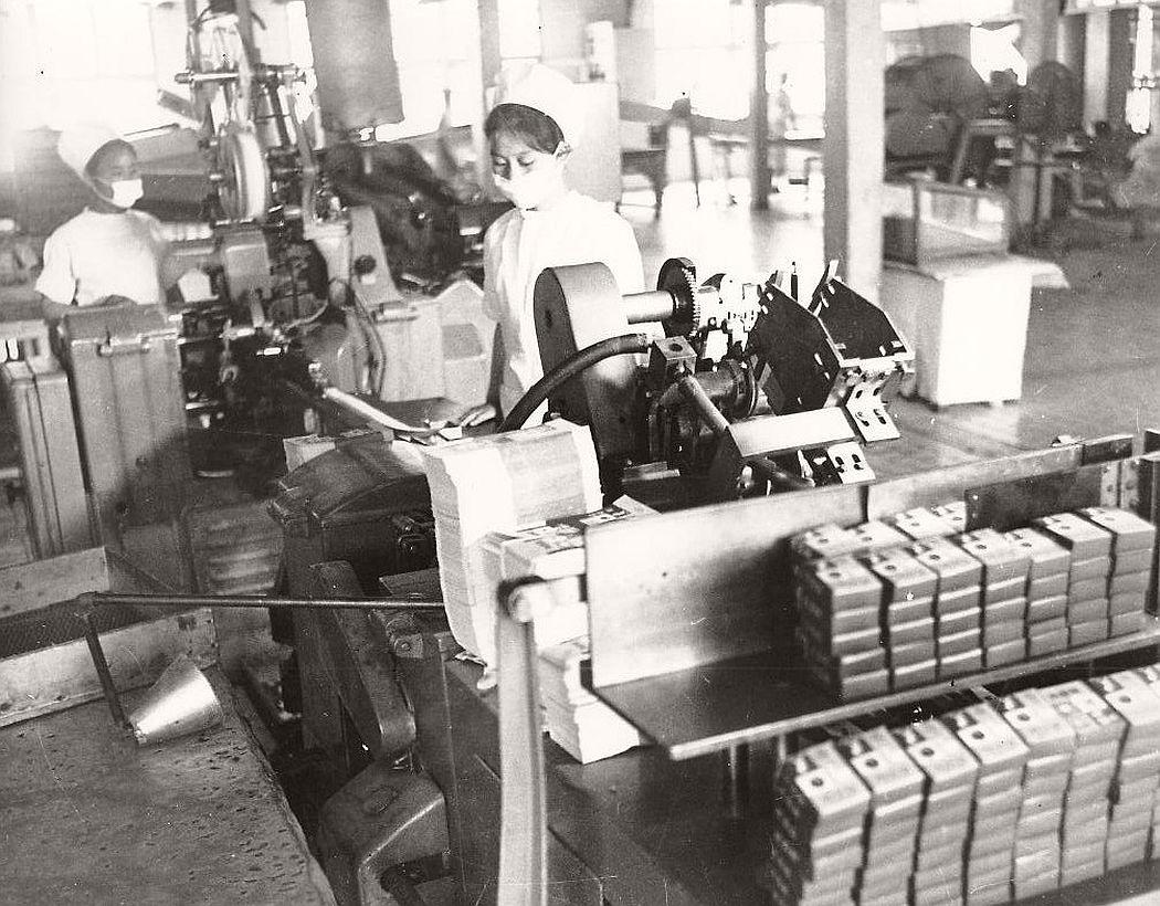vintage-north-korea-industries-factory-1972-bw-08