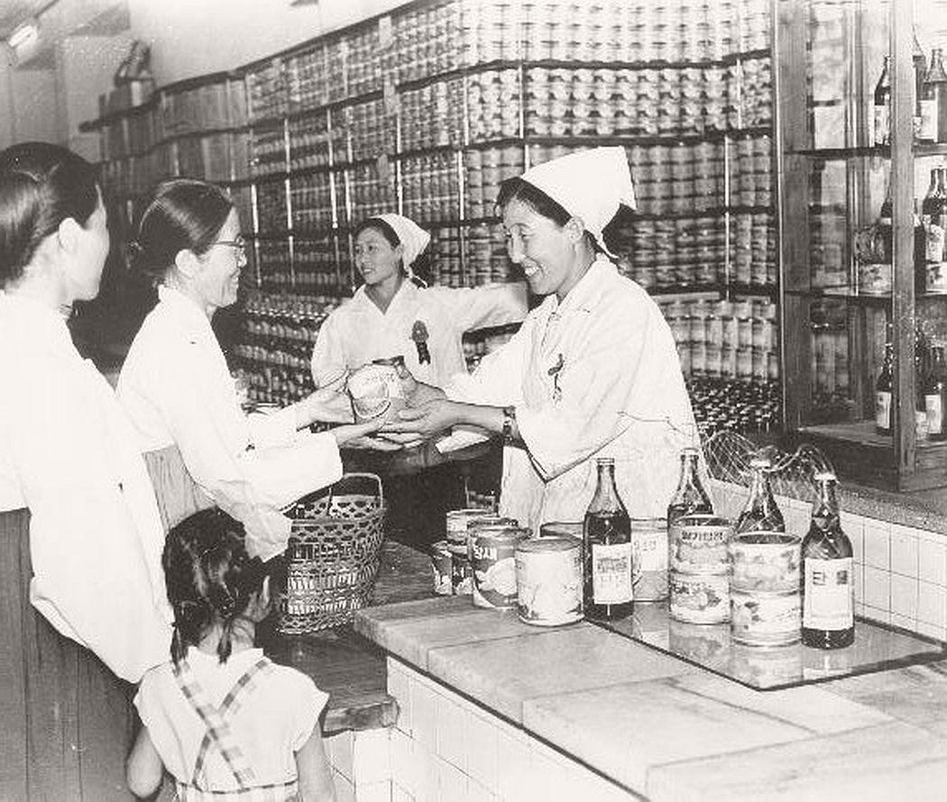 vintage-north-korea-industries-factory-1972-bw-11