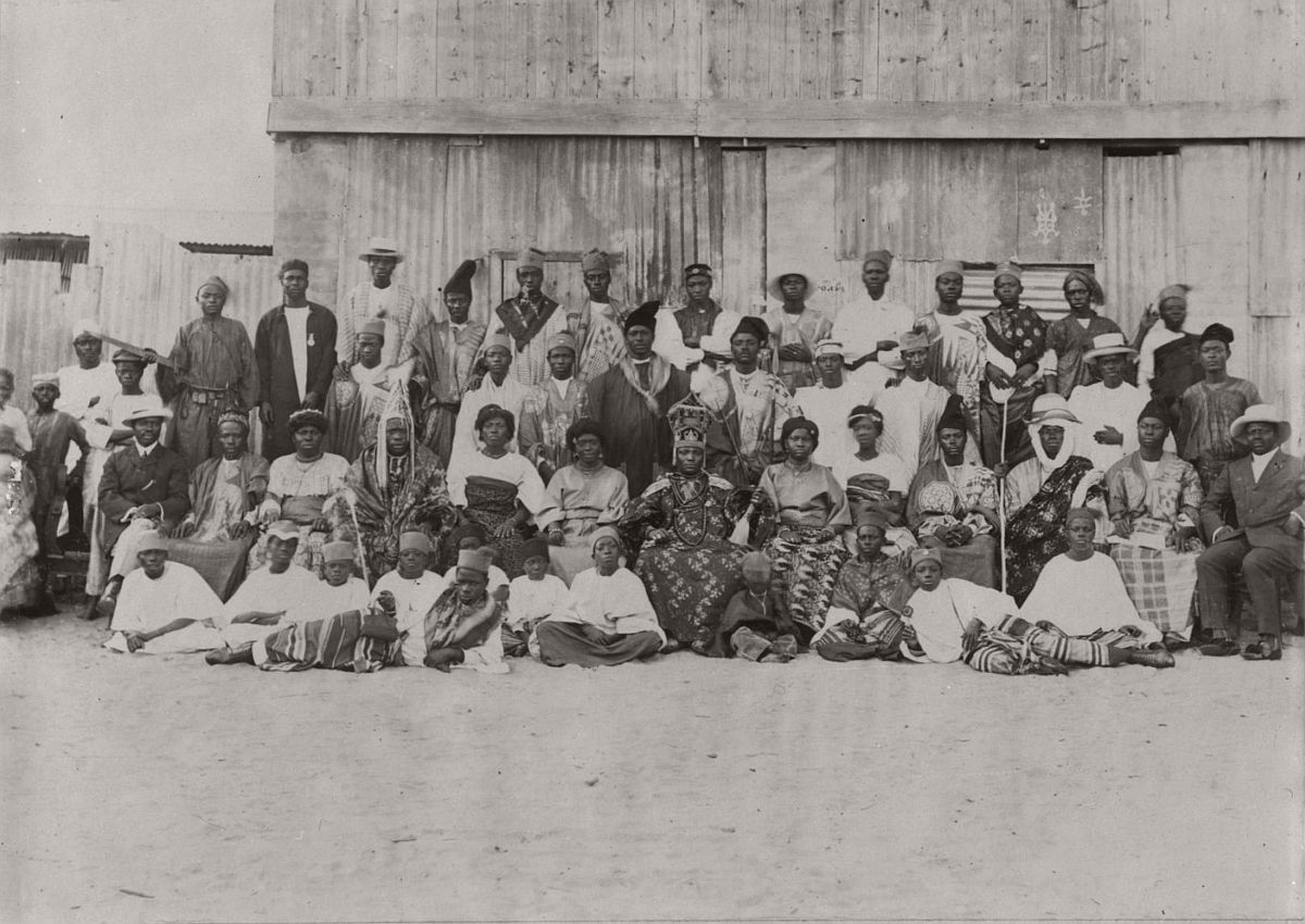 vintage-photo-west-africa-village-people-1910-1913-lagos-nigeria-02