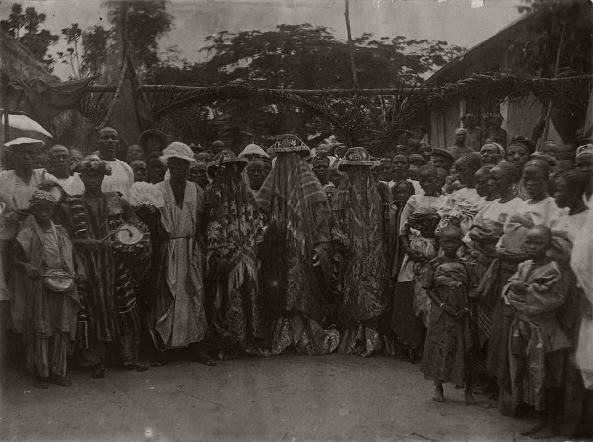 vintage-photo-west-africa-village-people-1910-1913-lagos-nigeria-09