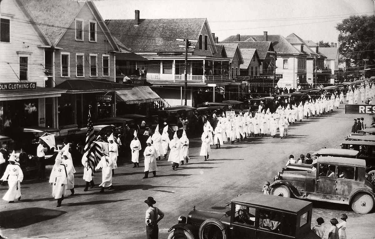 vintage-ku-klux-klan-parade-in-1920s-08