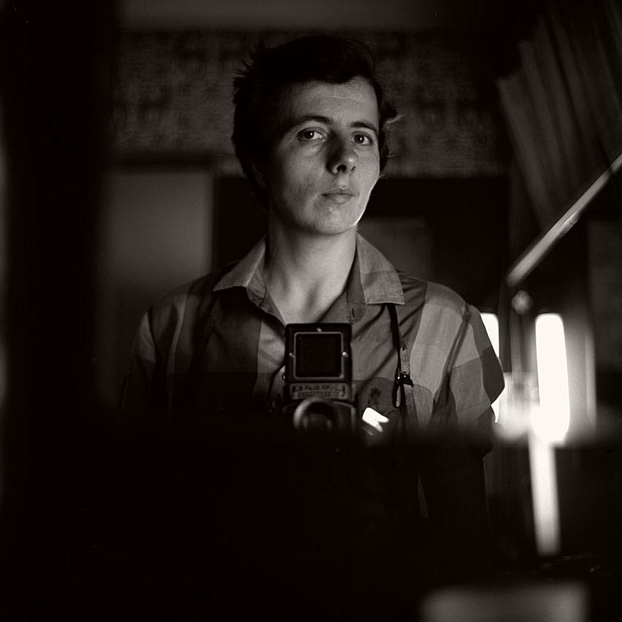 vivian-maier-self-portrait-black-and-white-02