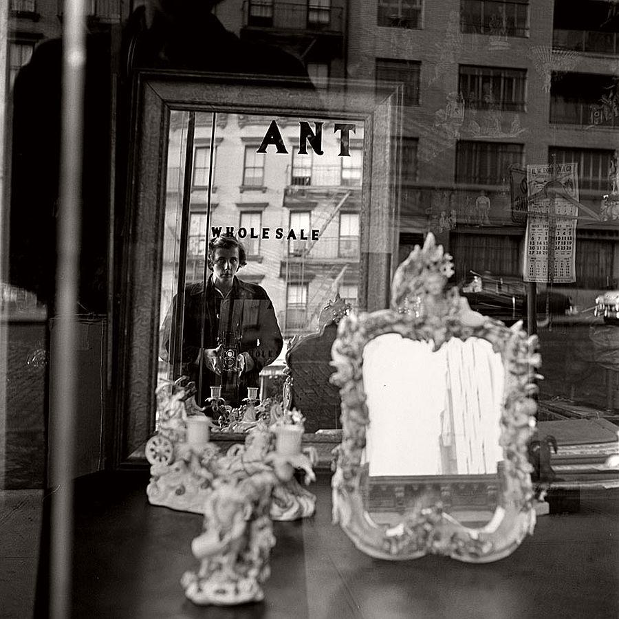 vivian-maier-self-portrait-black-and-white-20