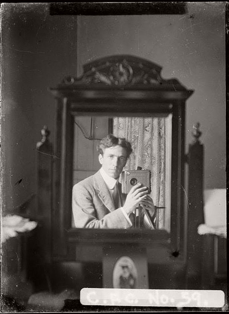 vintage-self-portrait-in-mirror-03