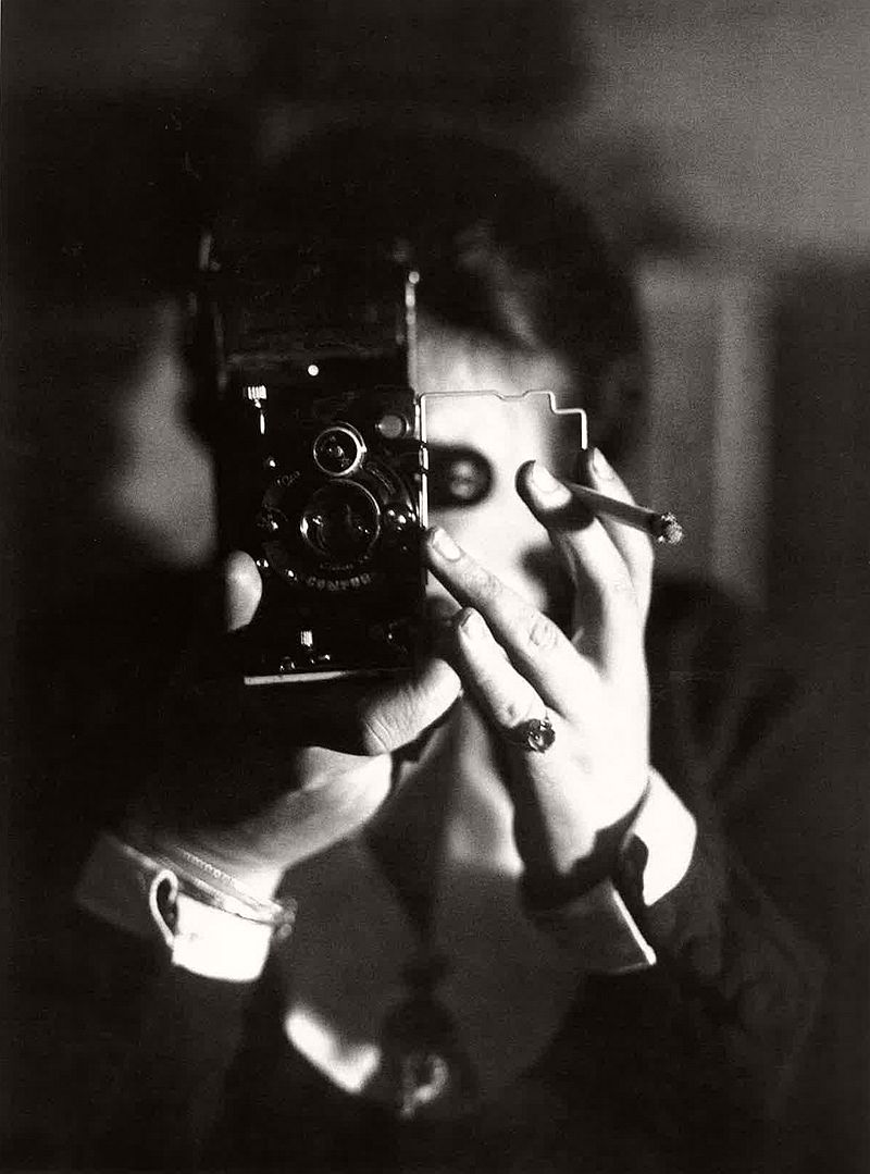 vintage-self-portrait-in-mirror-06