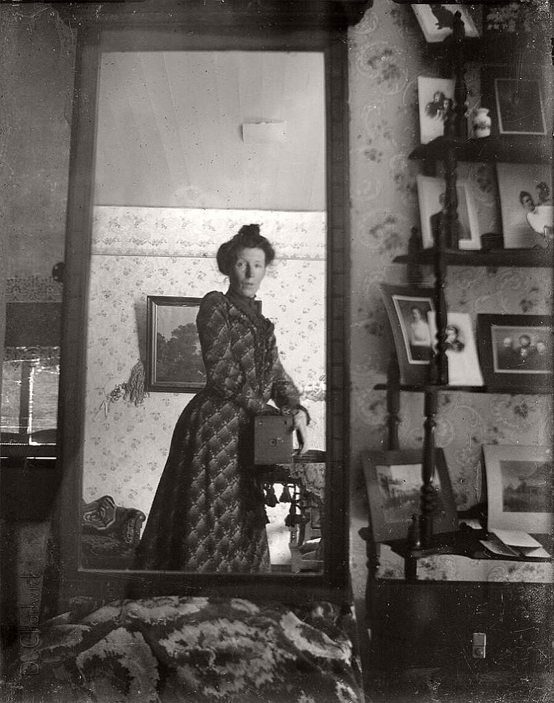 vintage-self-portrait-in-mirror-10