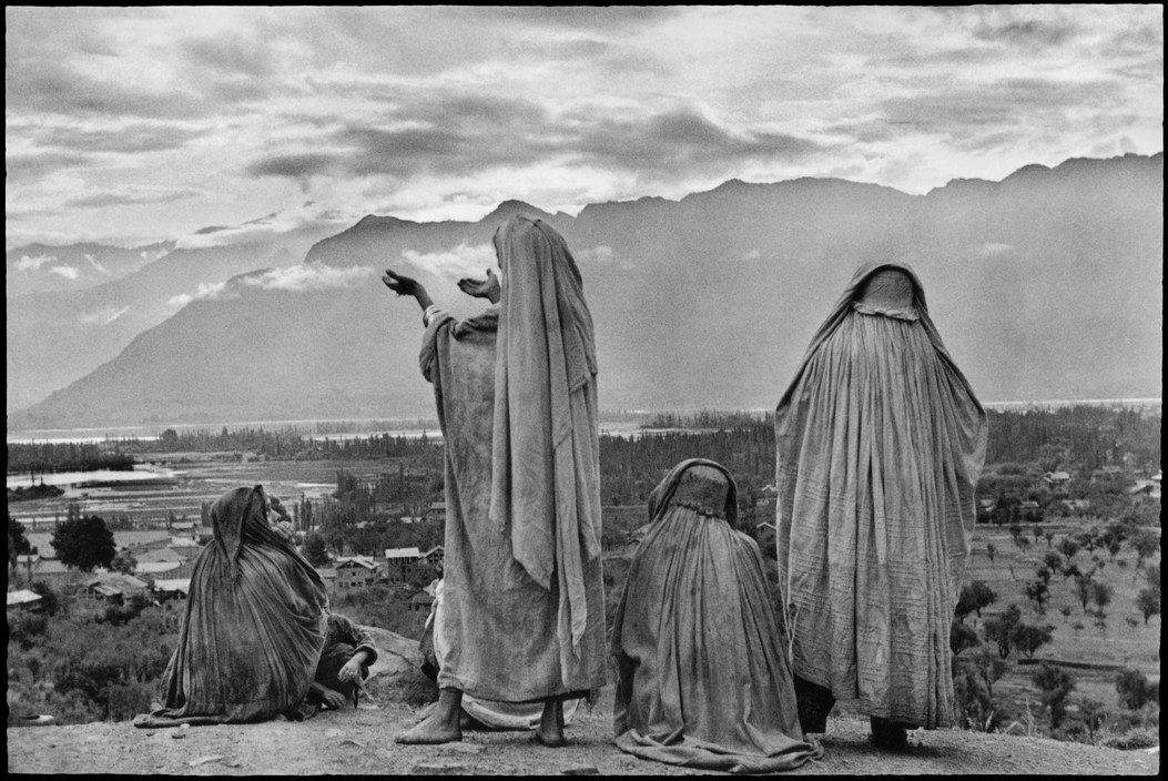 An examination of the life and work of the photographer henri cartier bresson