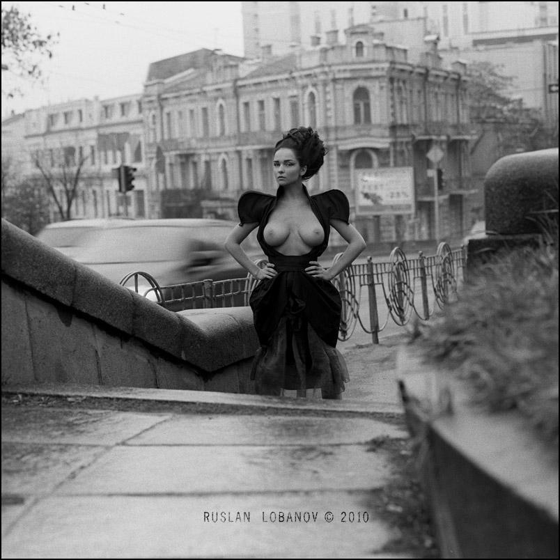 ruslan-lobanov-nudes-in-the-city-06