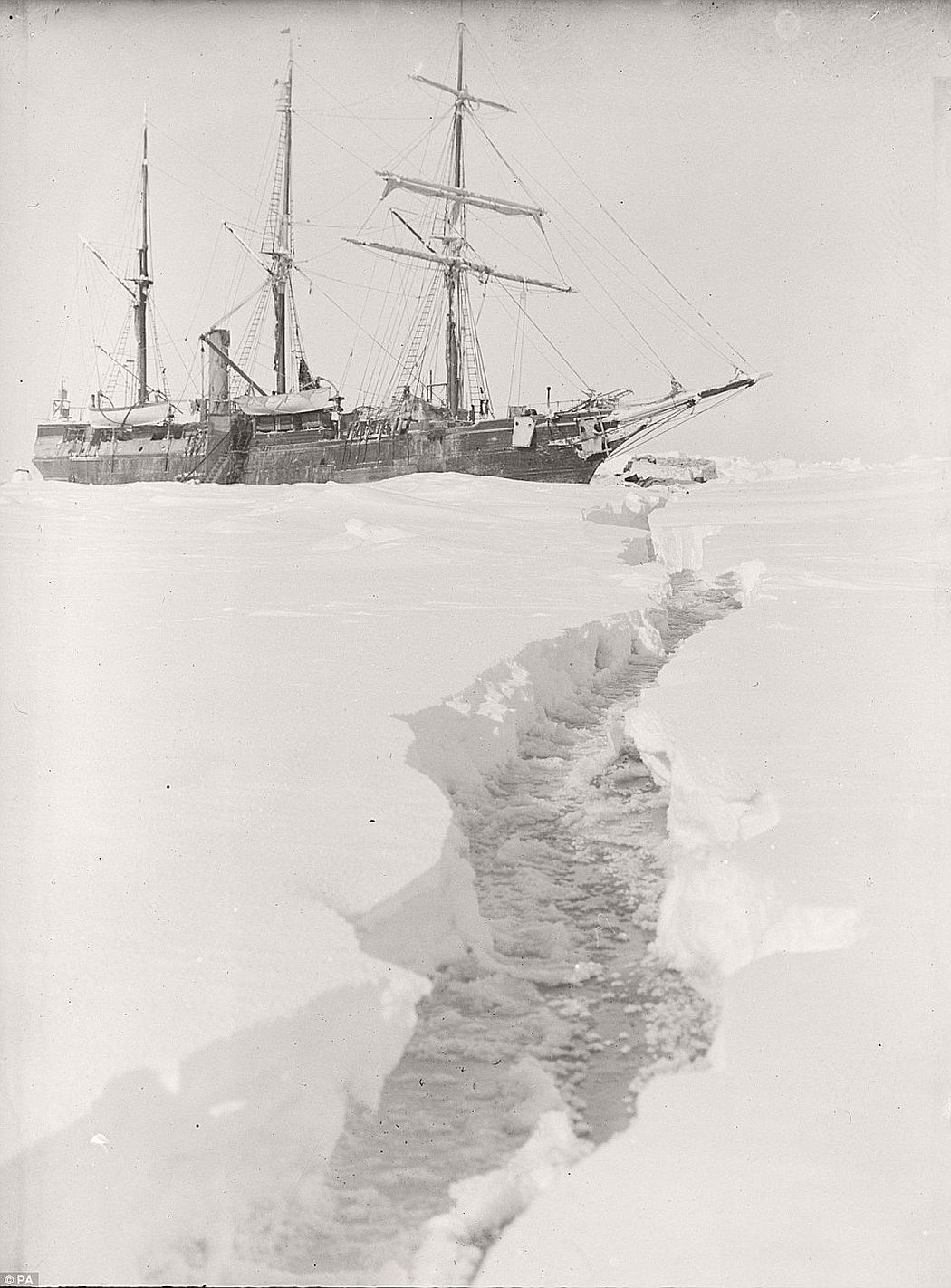 sir-ernest-shackletons-1915-expedition-to-the-antarctic-vintage-05
