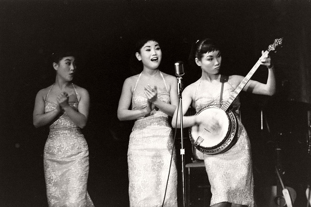 the-kim-sisters-in-las-vegas-1960-vintage-01