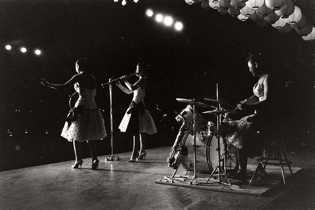the-kim-sisters-in-las-vegas-1960-vintage-03
