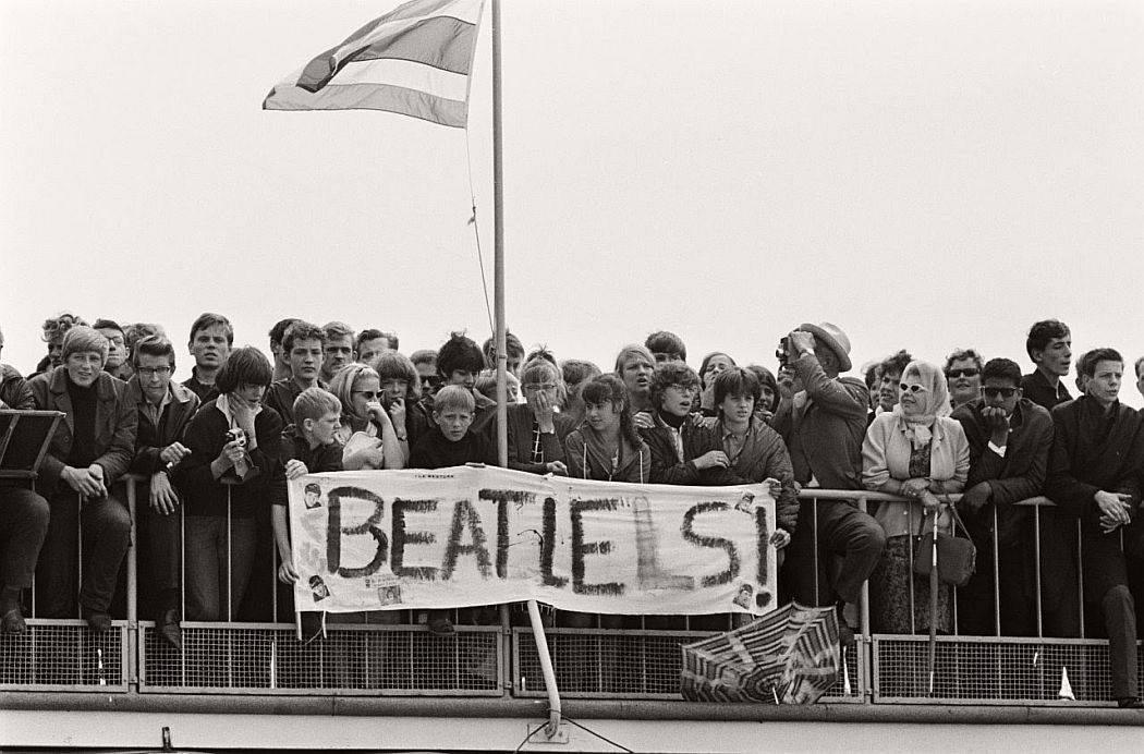 vintage-beatlemania-1960s-the-beatles-21