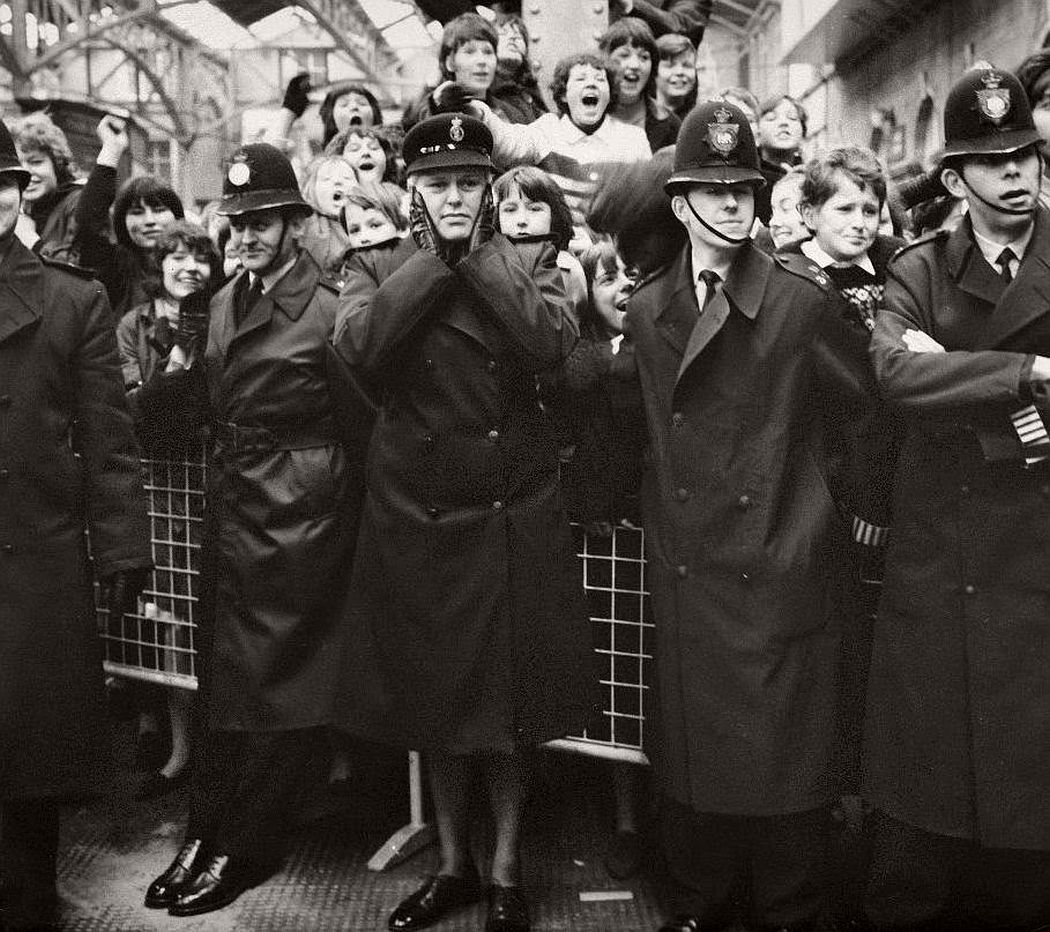 vintage-beatlemania-1960s-the-beatles-22