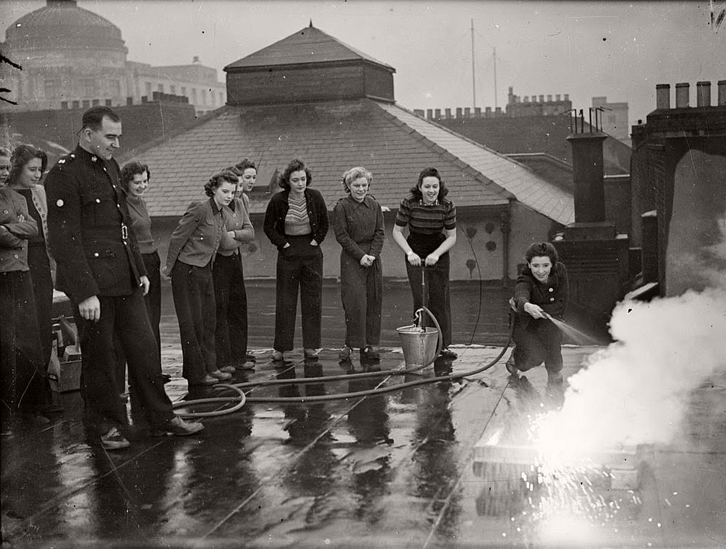 vintage-female-firefighters-1920s-and-1940s-06