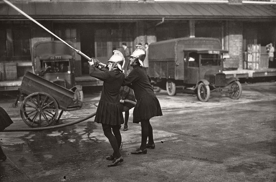 vintage-female-firefighters-1920s-and-1940s-15