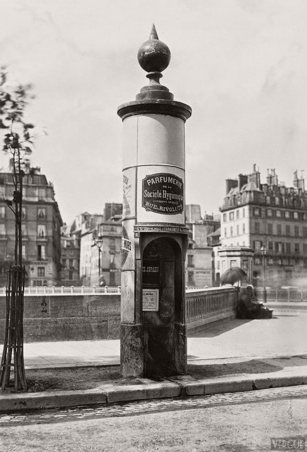 vintage-public-urinals-in-paris-by-charles-marville-19th-century-04