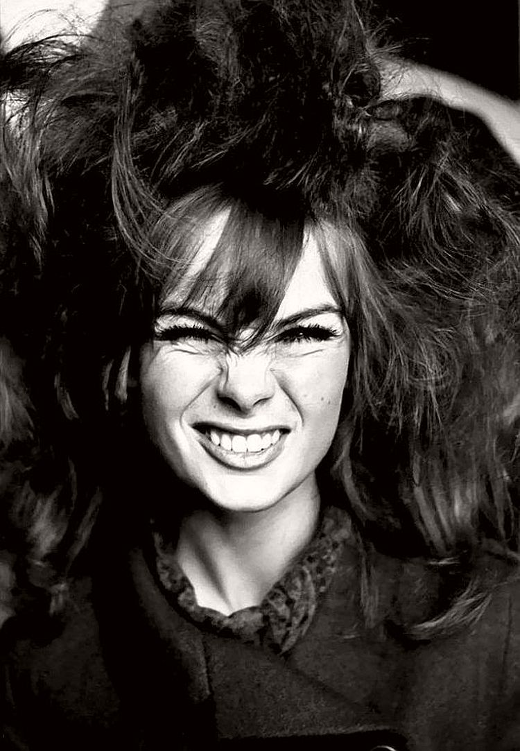 Jean Shrimpton - willy-rizzo-portraits-funny-faces-of-celebrities-1960s