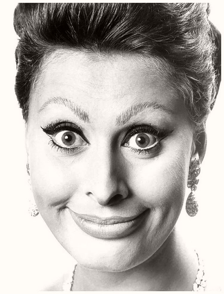 Sophia Loren - willy-rizzo-portraits-funny-faces-of-celebrities-1960s
