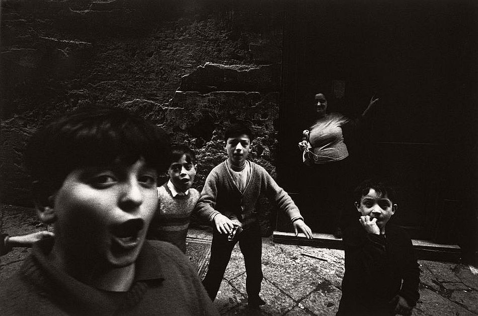 bruno-barbey-the-italians-03