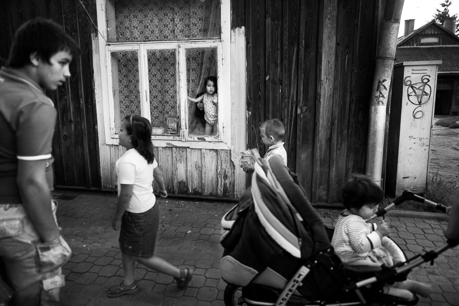 "Short story about life in social houses in Jaroslaw (Poland). People living in ""awaryjniak"", created a specific community which is closed for others people. They lost flats from many different reason, but the main reason was financial problem."