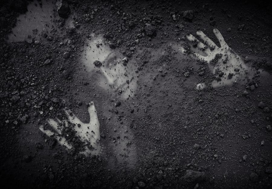 THIRD PLACE WINNER - People: Portrait (AMATEUR) František Tóth (Slovakia) Buried Alive