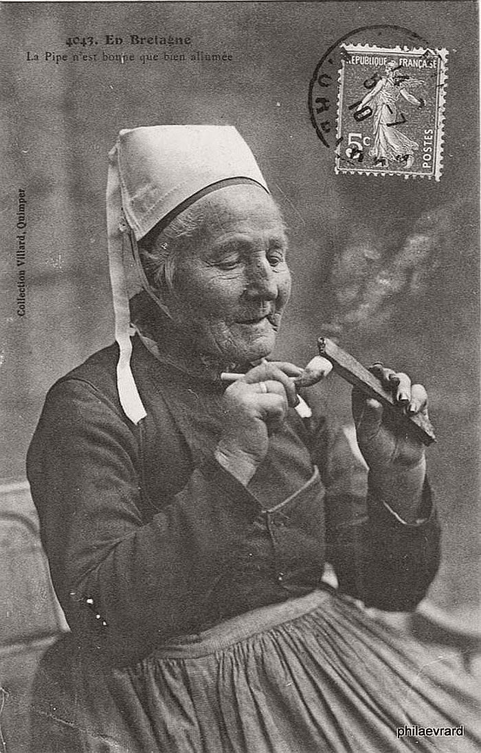 vintage-portraits-of-women-smoking-pipes-1900s-04