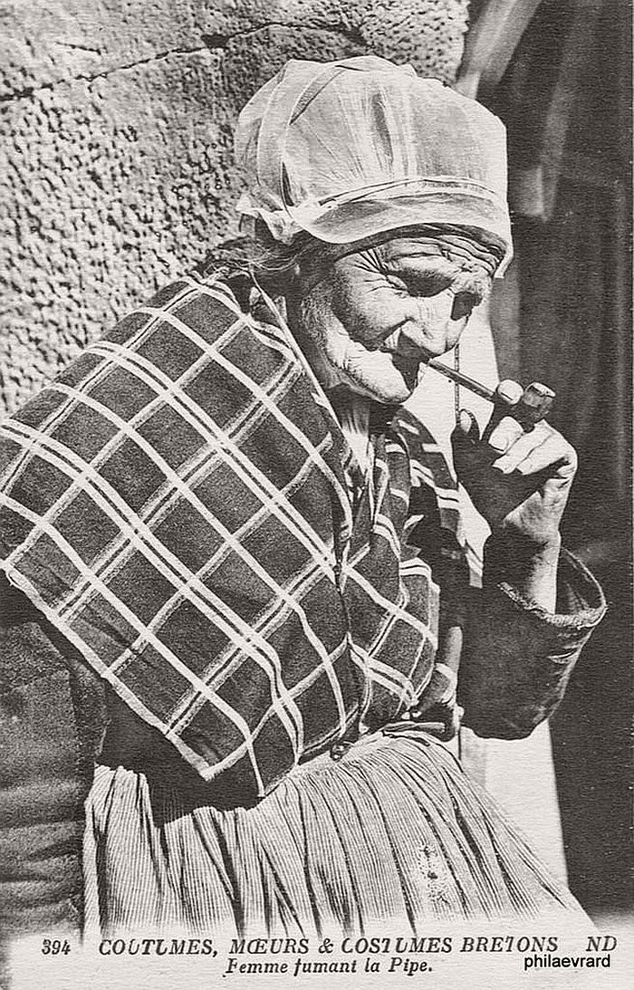 vintage-portraits-of-women-smoking-pipes-1900s-08