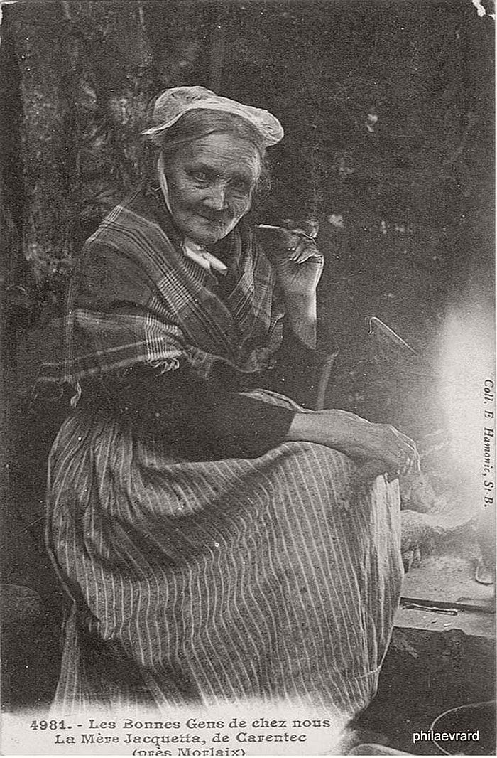 vintage-portraits-of-women-smoking-pipes-1900s-10