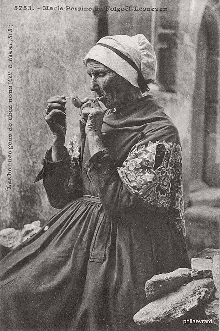 vintage-portraits-of-women-smoking-pipes-1900s-19
