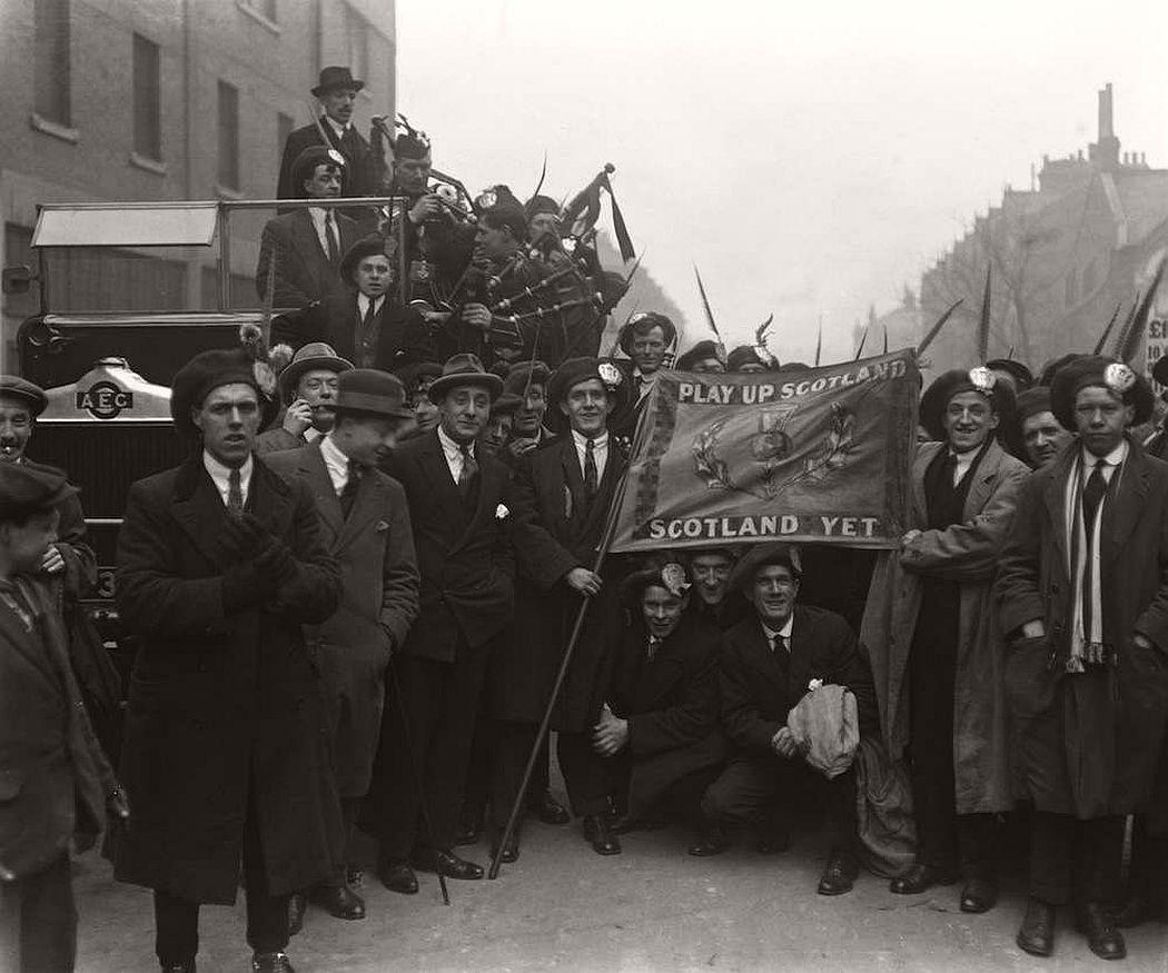 vintage-british-football-fans-1900-1930-01
