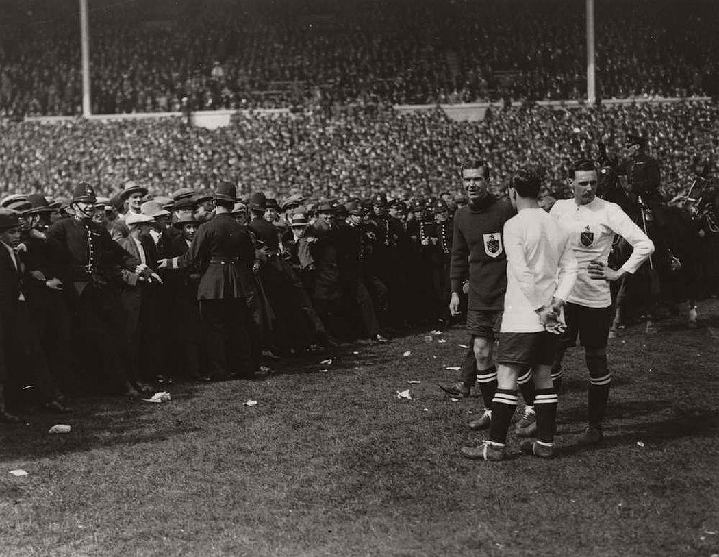 vintage-british-football-fans-1900-1930-02
