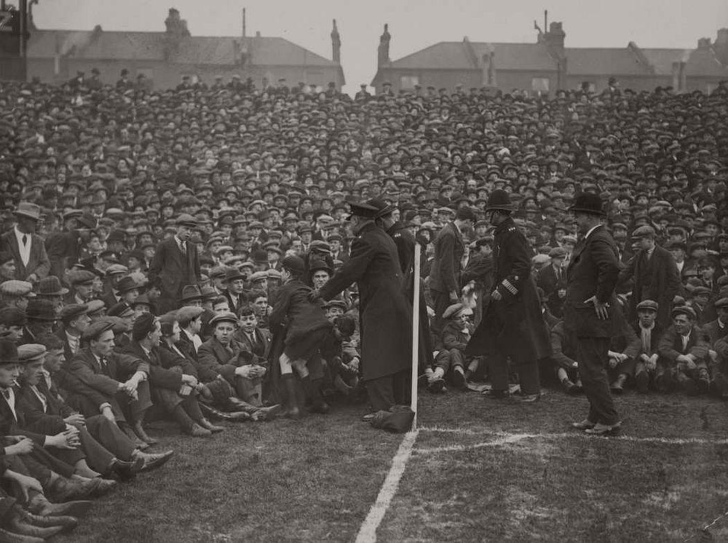 vintage-british-football-fans-1900-1930-06