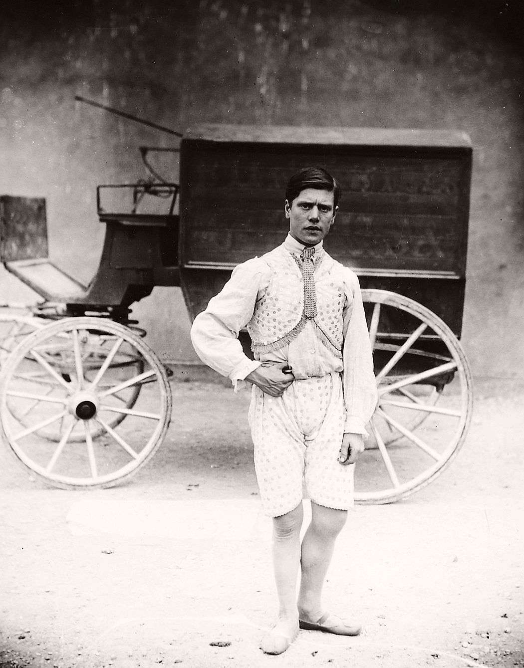 vintage-circus-performers-in-strabane-1910-1911-01