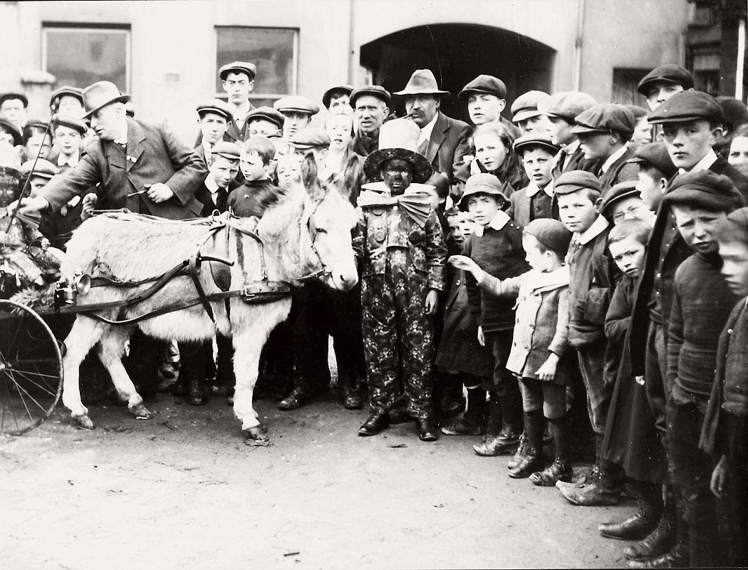 vintage-circus-performers-in-strabane-1910-1911-02