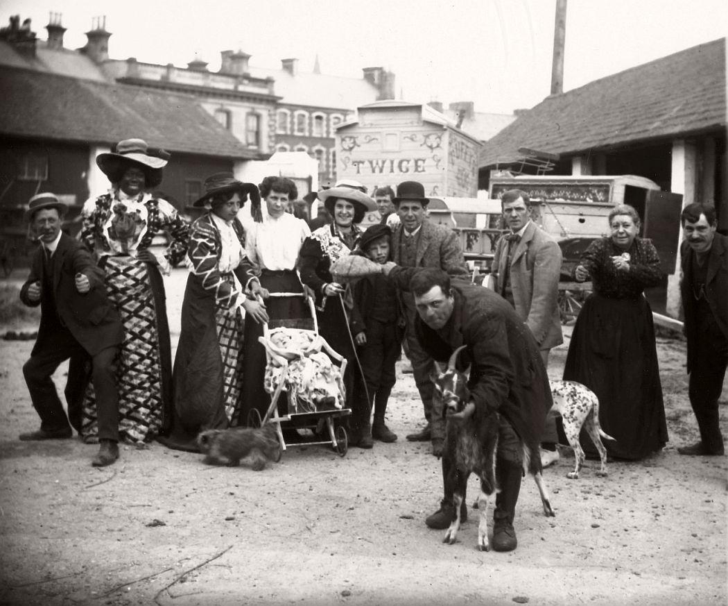 vintage-circus-performers-in-strabane-1910-1911-08