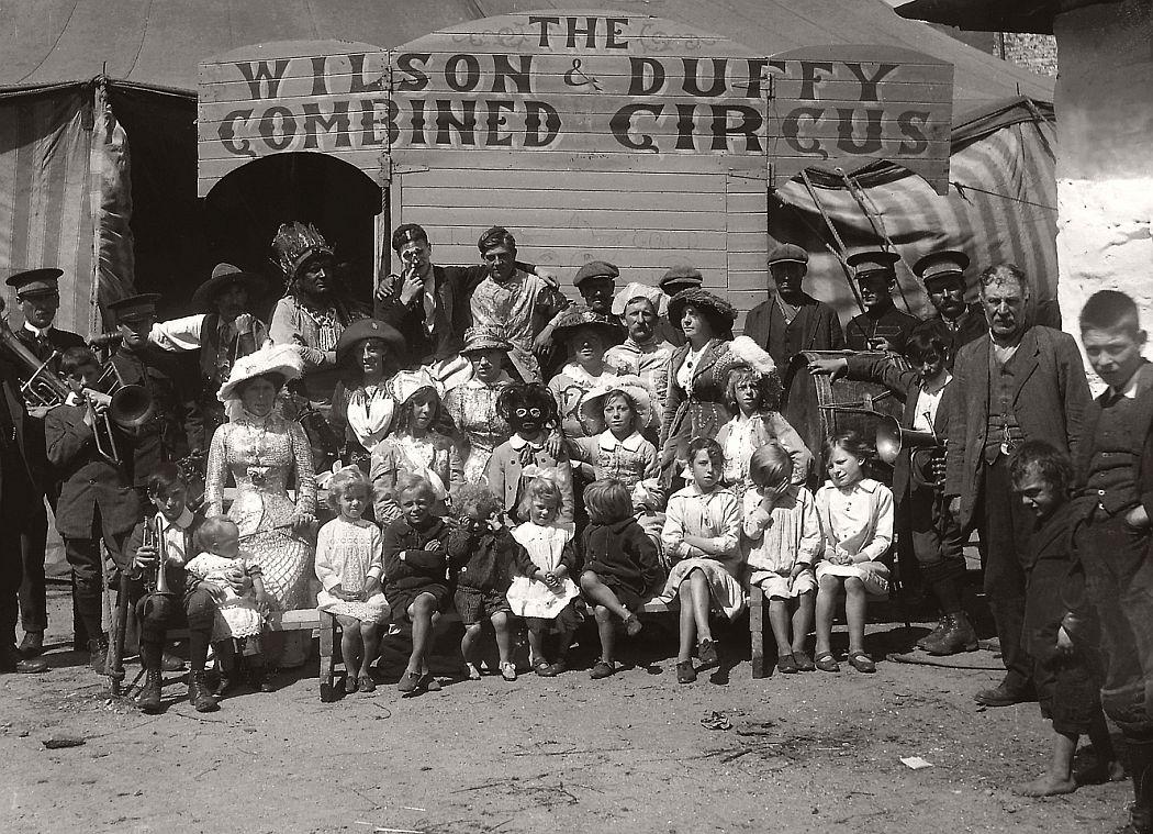 vintage-circus-performers-in-strabane-1910-1911-13