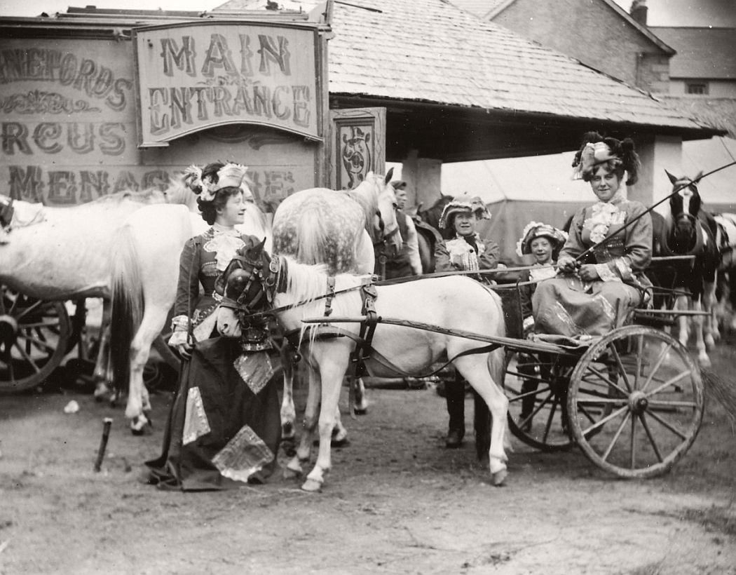 vintage-circus-performers-in-strabane-1910-1911-16