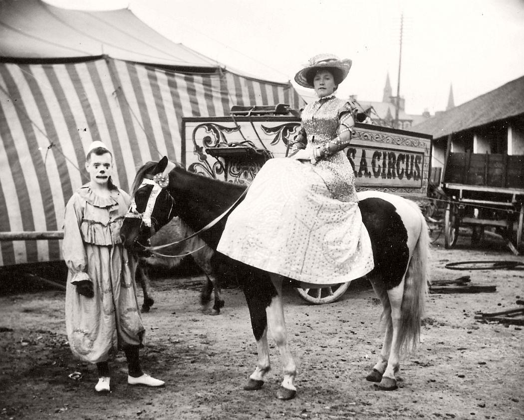 vintage-circus-performers-in-strabane-1910-1911-19