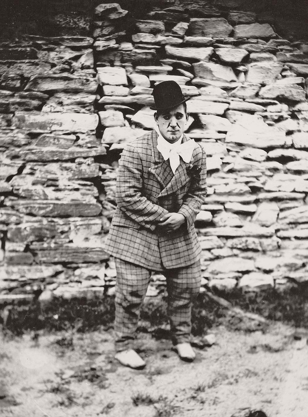 vintage-circus-performers-in-strabane-1910-1911-20
