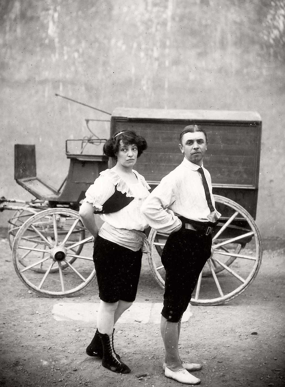vintage-circus-performers-in-strabane-1910-1911-21