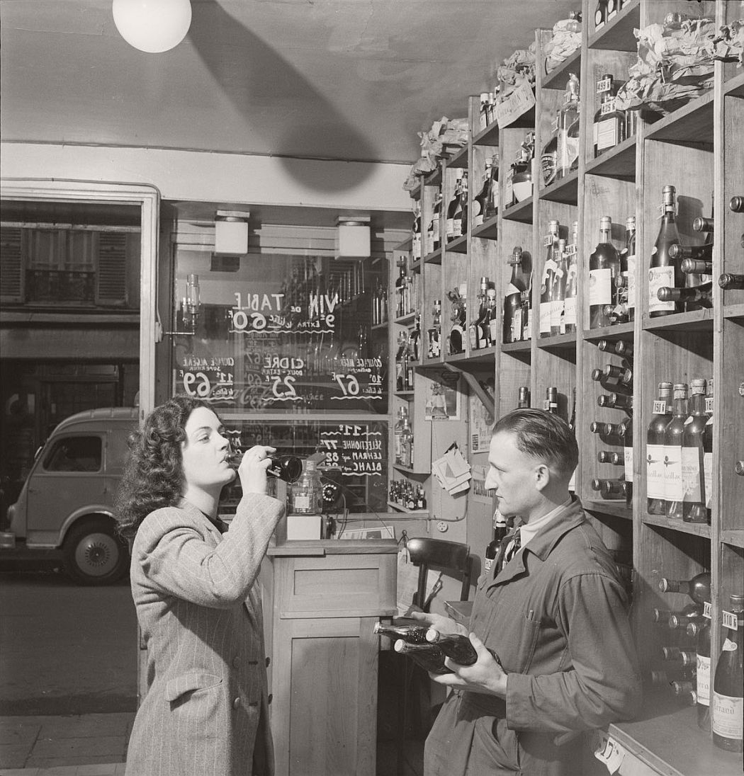vintage-coca-cola-in-france-1950-by-mark-kauffman-06