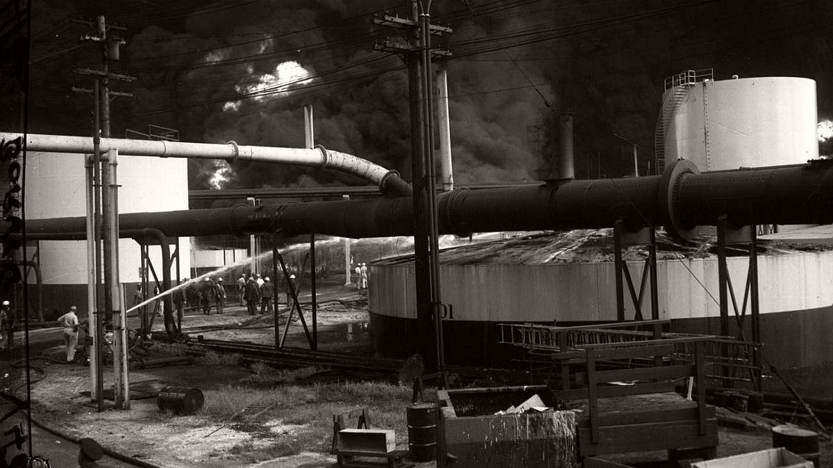 vintage-standard-oil-refinery-fire-1955-01