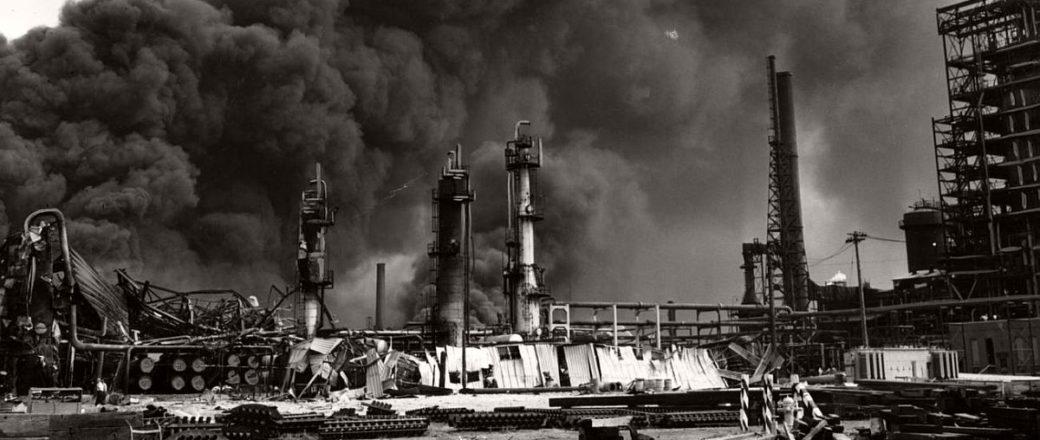 Vintage: Standard Oil refinery fire (1955)